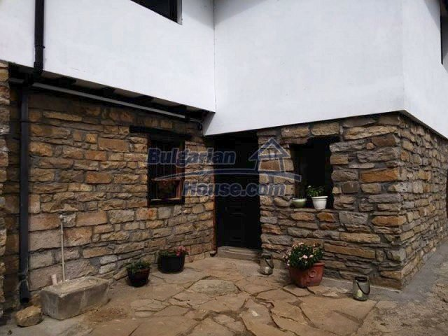 12583:32 - 3 bedroom house located in pretty village Lovnidol Gabrovo area