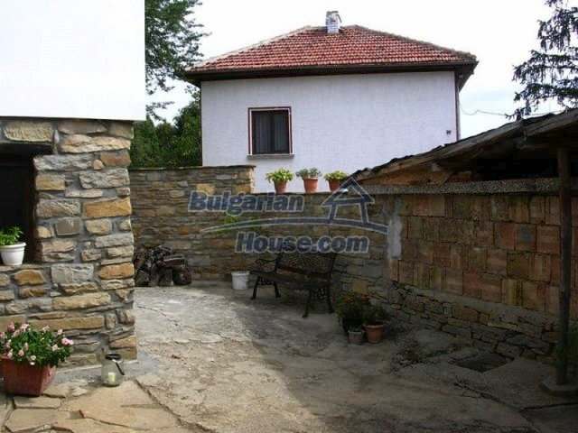 12583:34 - 3 bedroom house located in pretty village Lovnidol Gabrovo area