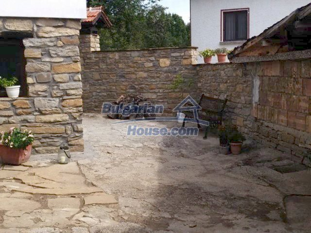 12583:35 - 3 bedroom house located in pretty village Lovnidol Gabrovo area