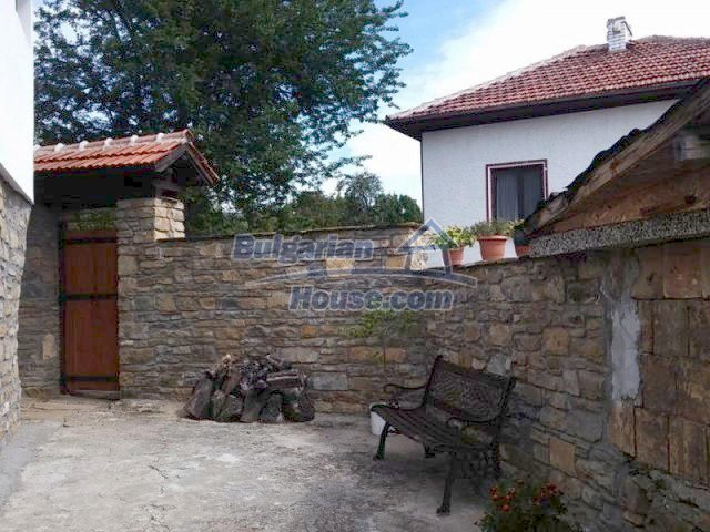 12583:37 - 3 bedroom house located in pretty village Lovnidol Gabrovo area