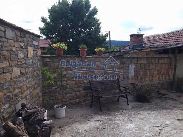 12583:39 - 3 bedroom house located in pretty village Lovnidol Gabrovo area