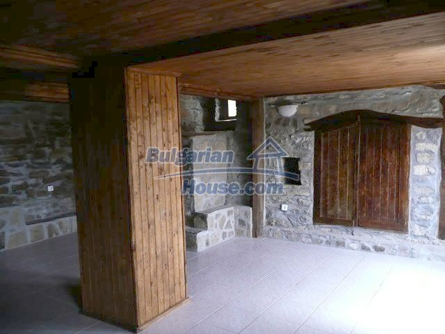 12607:26 - Renovated house with summer BBQ , stone barn and mountain views