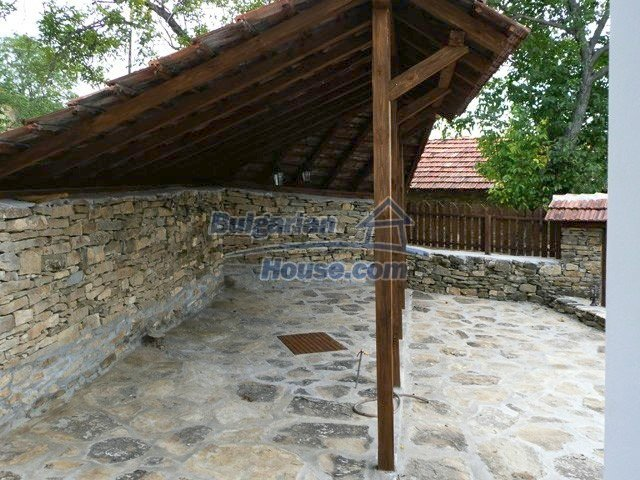 12607:34 - Renovated house with summer BBQ , stone barn and mountain views