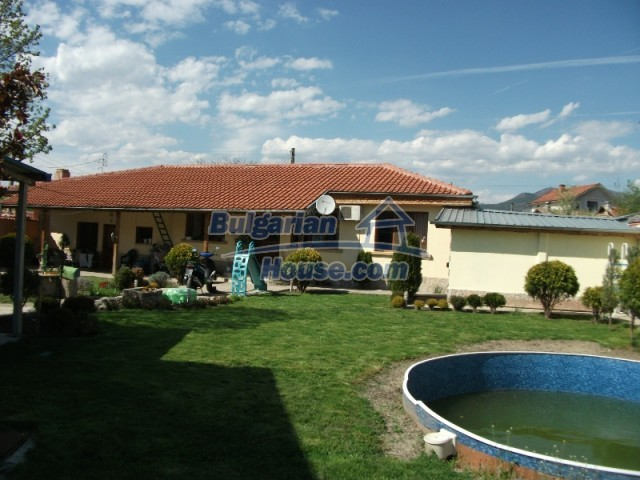 12679:1 - House with swimming pool for rent in Stara Zagora region