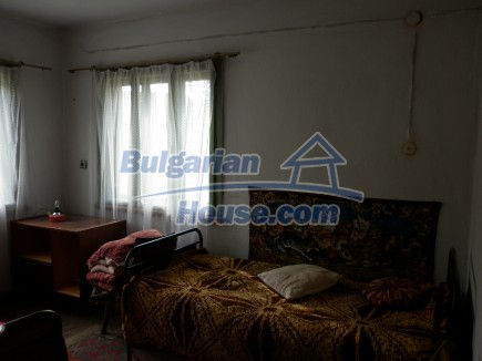 12691:22 - Cheap Bulgarian house 25km from Vratsa with spacious garden