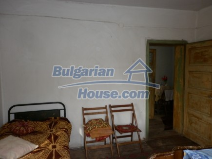 12691:25 - Cheap Bulgarian house 25km from Vratsa with spacious garden