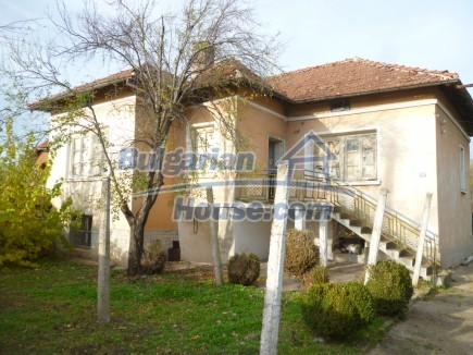 12694:1 - Big house for sale with big farm building in a town near Vratsa