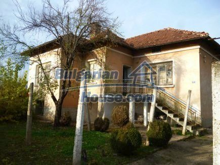 12694:2 - Big house for sale with big farm building in a town near Vratsa