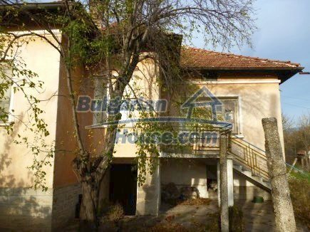 12694:5 - Big house for sale with big farm building in a town near Vratsa