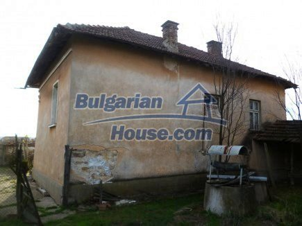 12694:7 - Big house for sale with big farm building in a town near Vratsa