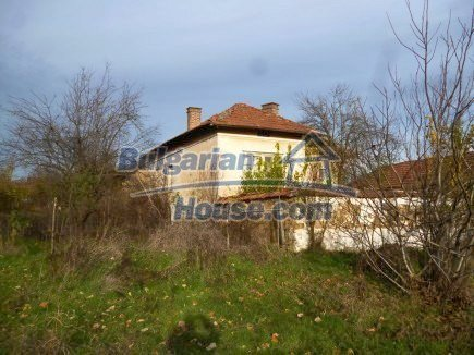12694:8 - Big house for sale with big farm building in a town near Vratsa