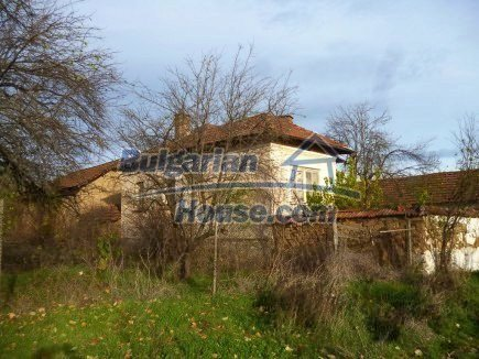 12694:9 - Big house for sale with big farm building in a town near Vratsa
