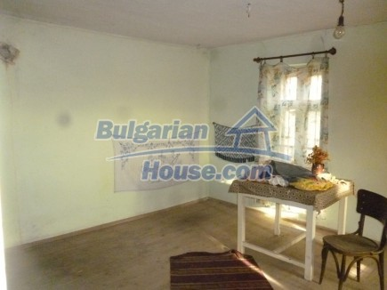 12694:16 - Big house for sale with big farm building in a town near Vratsa