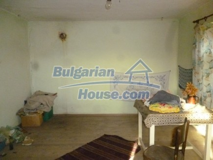 12694:19 - Big house for sale with big farm building in a town near Vratsa