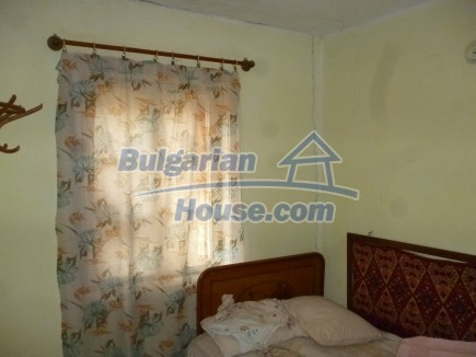 12694:23 - Big house for sale with big farm building in a town near Vratsa