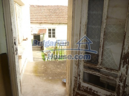 12694:28 - Big house for sale with big farm building in a town near Vratsa