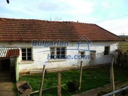 12694:29 - Big house for sale with big farm building in a town near Vratsa