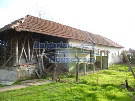 12694:30 - Big house for sale with big farm building in a town near Vratsa