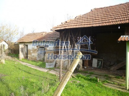 12694:31 - Big house for sale with big farm building in a town near Vratsa