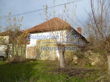 12694:33 - Big house for sale with big farm building in a town near Vratsa