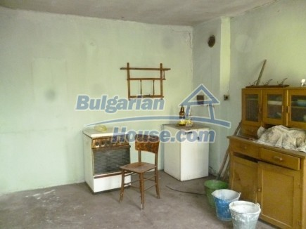 12694:34 - Big house for sale with big farm building in a town near Vratsa