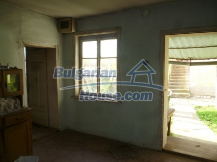 12694:36 - Big house for sale with big farm building in a town near Vratsa