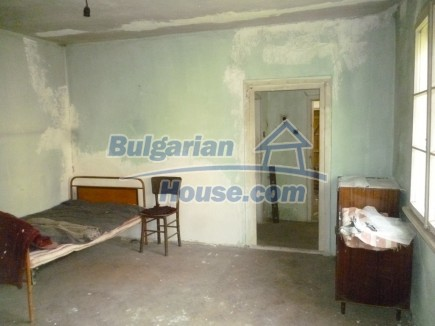 12694:38 - Big house for sale with big farm building in a town near Vratsa
