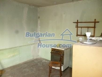 12694:39 - Big house for sale with big farm building in a town near Vratsa