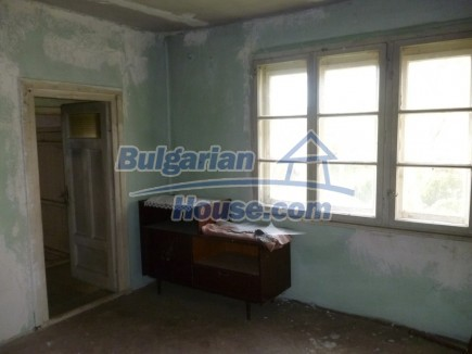 12694:40 - Big house for sale with big farm building in a town near Vratsa