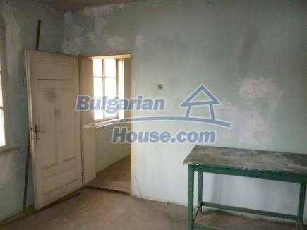 12694:41 - Big house for sale with big farm building in a town near Vratsa