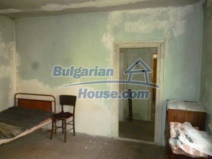 12694:43 - Big house for sale with big farm building in a town near Vratsa