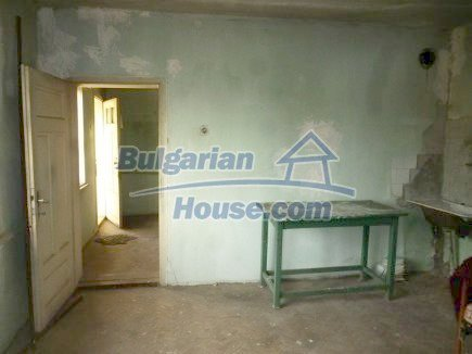 12694:44 - Big house for sale with big farm building in a town near Vratsa