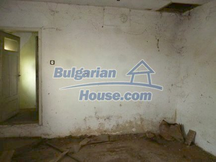 12694:48 - Big house for sale with big farm building in a town near Vratsa
