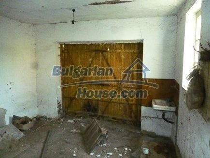 12694:49 - Big house for sale with big farm building in a town near Vratsa