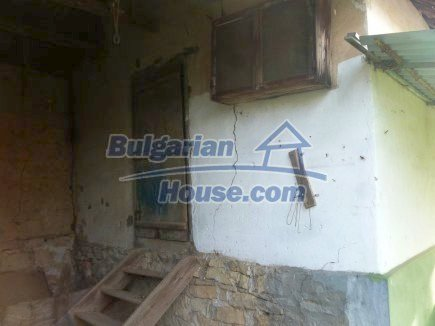 12694:50 - Big house for sale with big farm building in a town near Vratsa