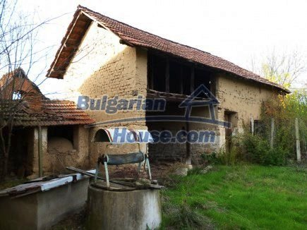 12694:51 - Big house for sale with big farm building in a town near Vratsa