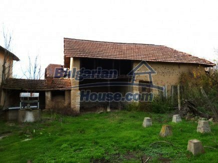 12694:52 - Big house for sale with big farm building in a town near Vratsa