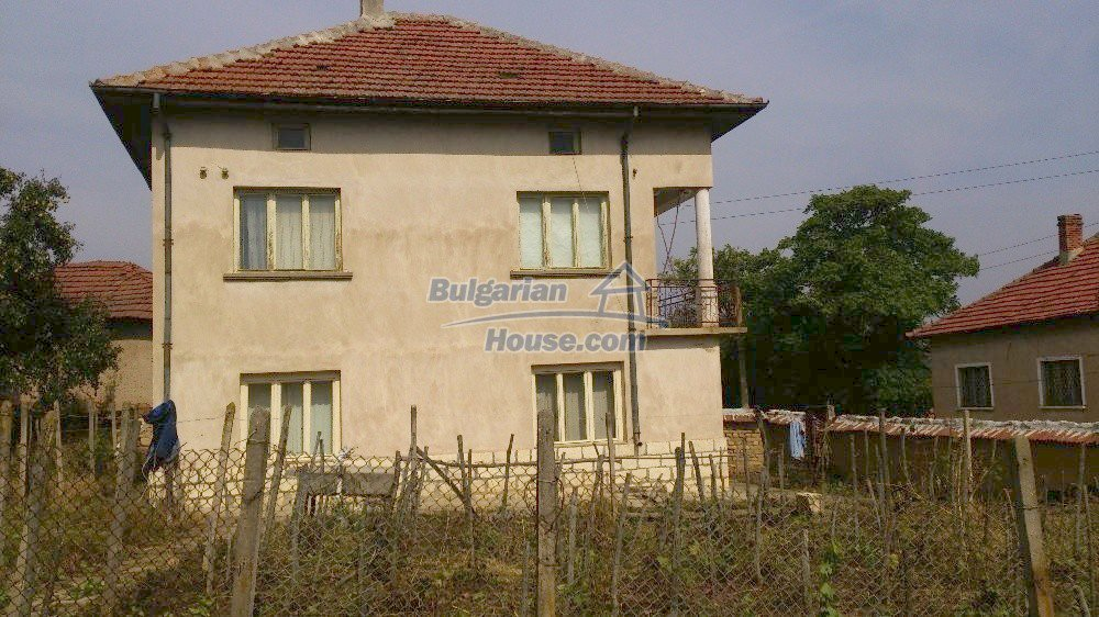 12697:1 - Village house for sale in Bulgaria with big barn 25km to Vratsa