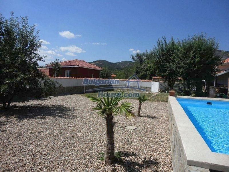 12734:18 - Beautiful house with swimming pool, stunning mountain views