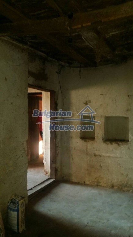 12750:54 - Old Bulgarian property in Vratsa region with big potential