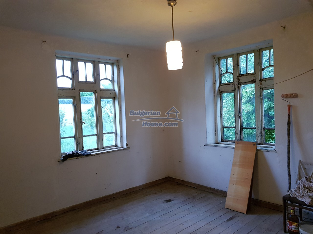 12670:31 - Village house for sale with garden of 8500sq.m near Targovishte