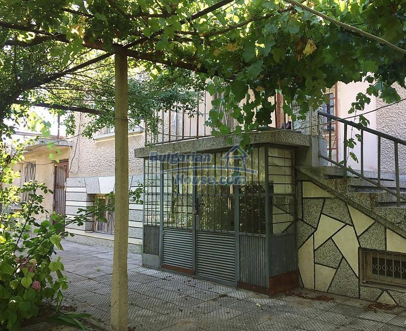 12530:13 - Cheap House between Plovdiv and Stara Zagora with vast garden