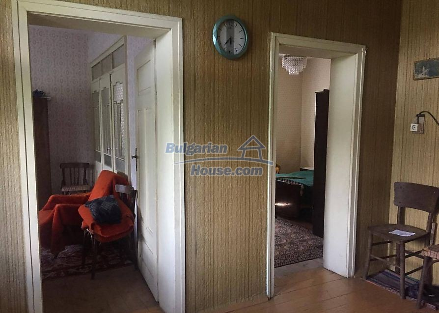 12530:10 - Cheap House between Plovdiv and Stara Zagora with vast garden