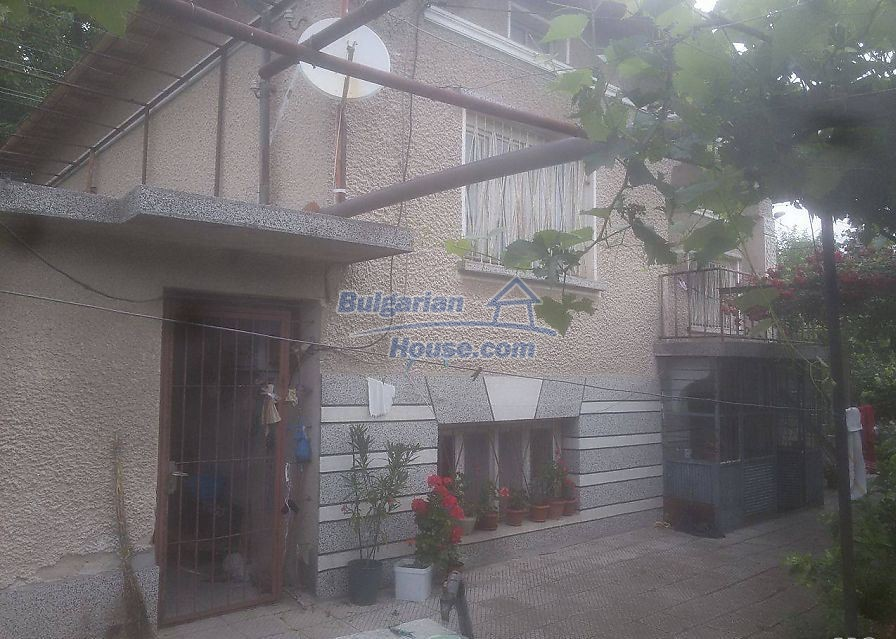 12530:4 - Cheap House between Plovdiv and Stara Zagora with vast garden