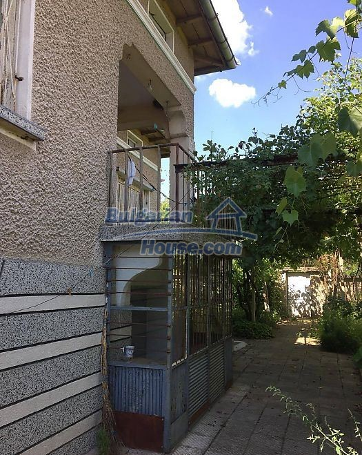 12530:5 - Cheap House between Plovdiv and Stara Zagora with vast garden