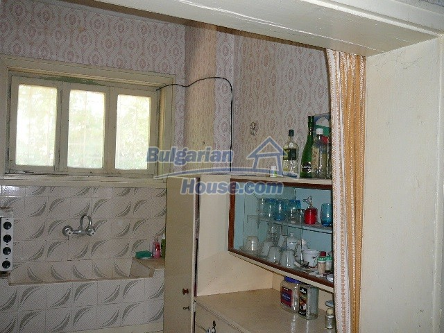 12530:42 - Cheap House between Plovdiv and Stara Zagora with vast garden