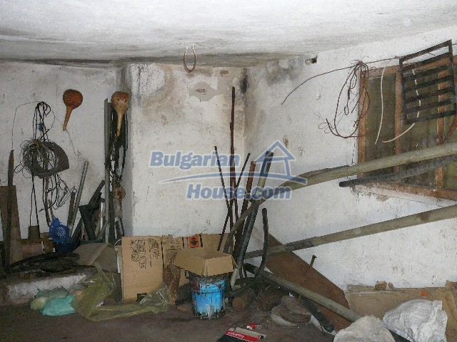 12530:27 - Cheap House between Plovdiv and Stara Zagora with vast garden