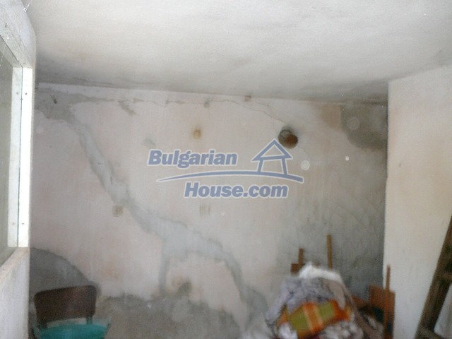 12530:31 - Cheap House between Plovdiv and Stara Zagora with vast garden