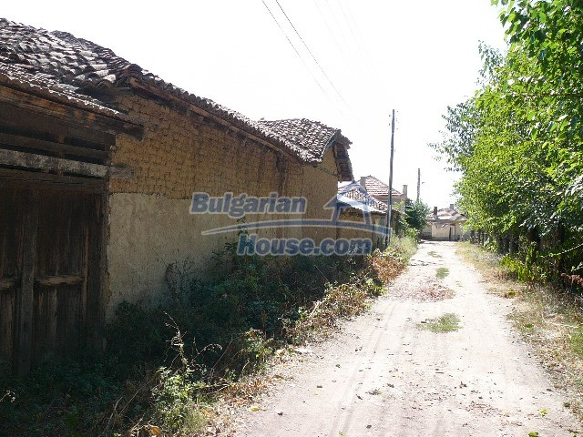 12530:29 - Cheap House between Plovdiv and Stara Zagora with vast garden