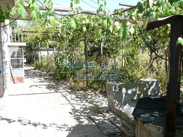 12530:22 - Cheap House between Plovdiv and Stara Zagora with vast garden